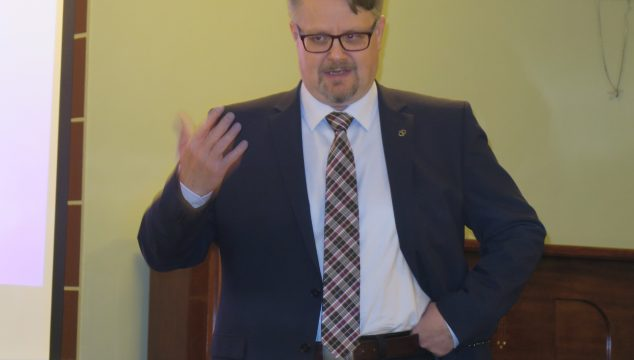 Tarinaillan alustajana tri Vesa Saarikoski: Tarkastelussa jääkärikenraali Aarne Sihvon vaiheet